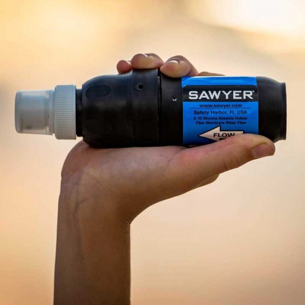 Lọc nước Sawyer All in One Water Filtration System - hand